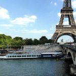 Blick auf den Eiffelturm vom Seine Ufer