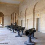 Kanonen im Ehrenhof Invalidendom Paris