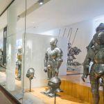 Ritter-Rüstungen im Militärmuseum Invalides Paris