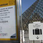 Eingang mit Ticket Louvre