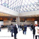Louvre - Eingangsbereich unter Pyramide