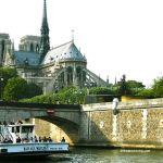 Notre Dame mit Bateaux-Mouches