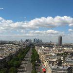 Blick vom Dach des Triumphbogens auf den Grossen Triumphbogen und La Defense