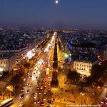 Blick auf Champs Elysées vom Triumphbogen