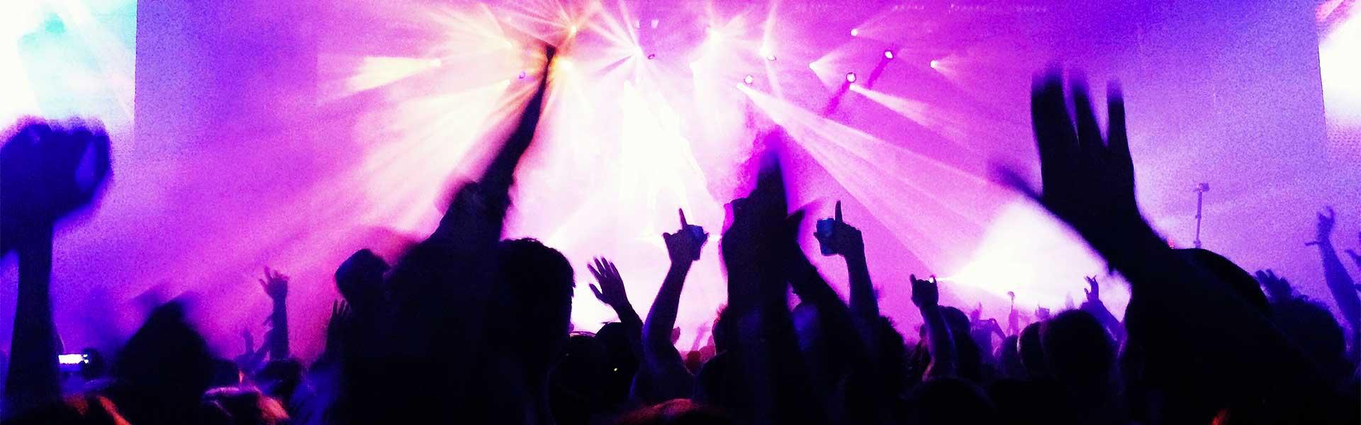 Clubs Tanzen und Weggehen in Paris